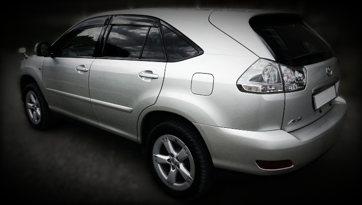 toyota harrier 2004 back